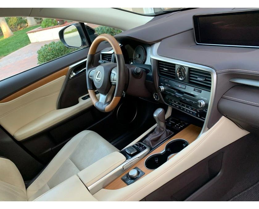 Selling Lexus SUV - 2/6